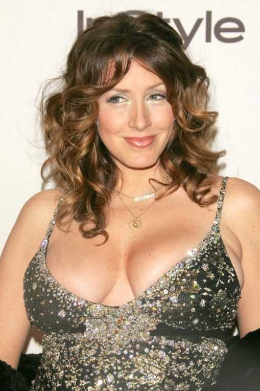 Joely Fisher big tits