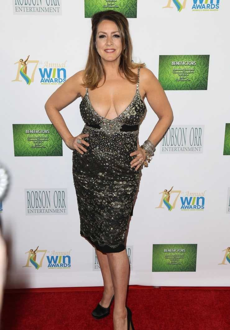Joely Fisher hot legs