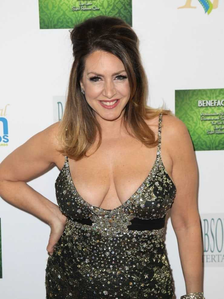 Joely Fisher hot look pic