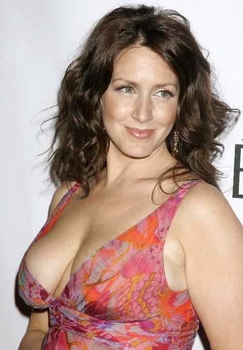 Joely Fisher hot tits
