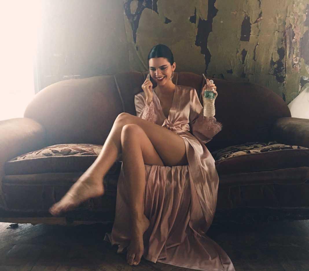 Kendall Jenner bare feet