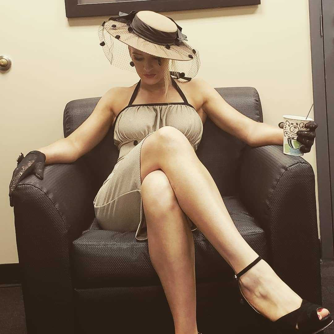Lacy Evans sexy feet pic