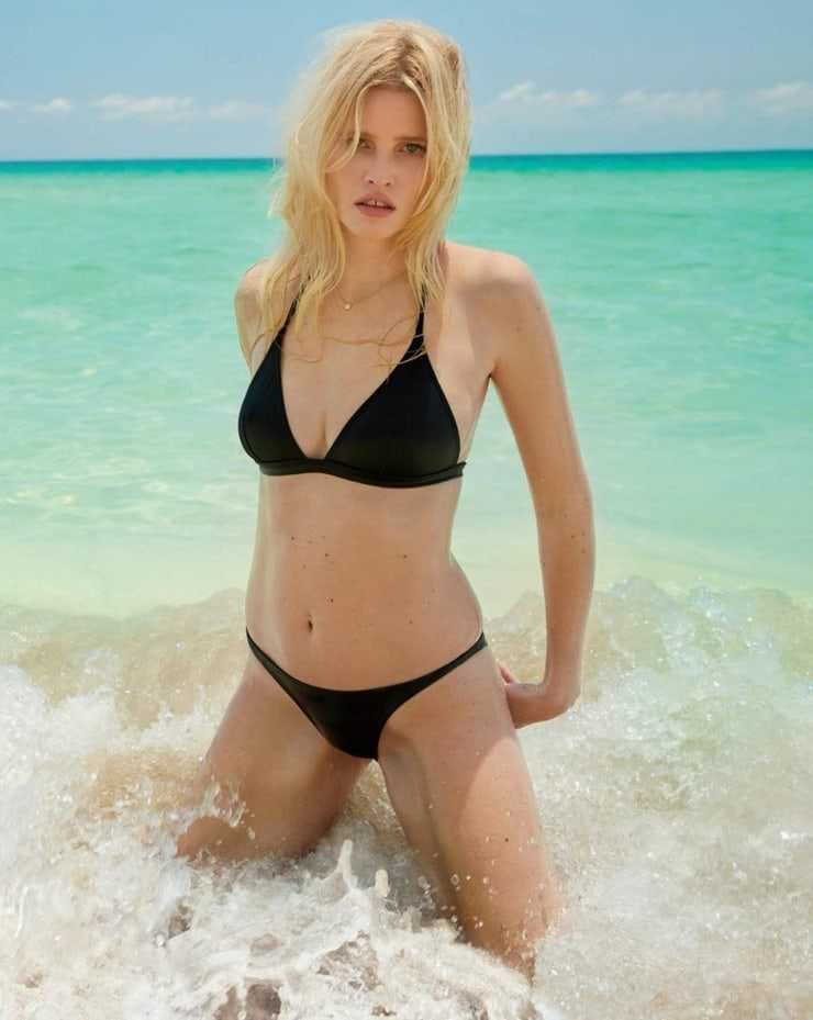 Lara Stone hot bikini pic (2)
