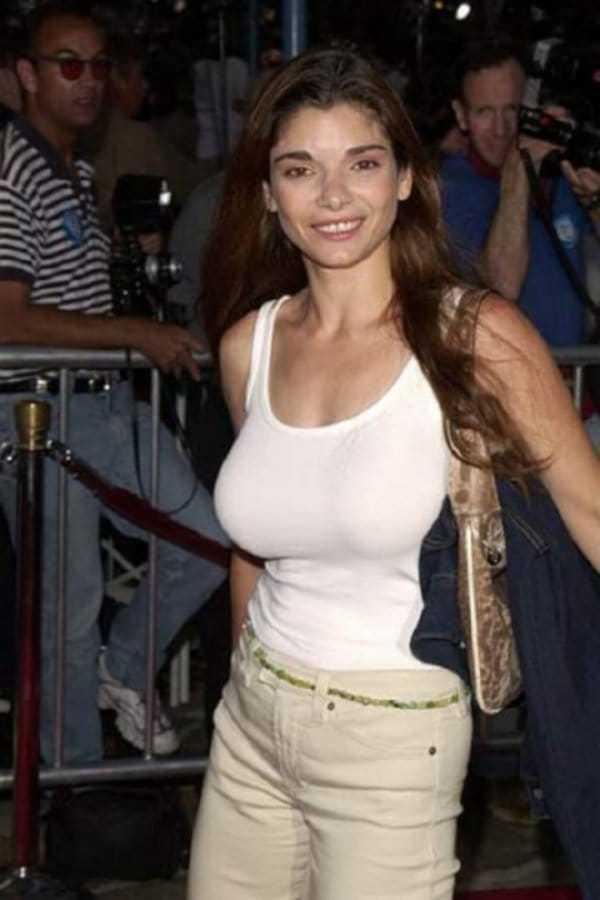 Laura San Giacomo cleavage pic