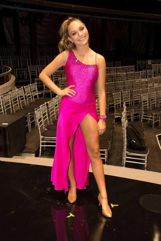 Maddie Ziegler sexy legs