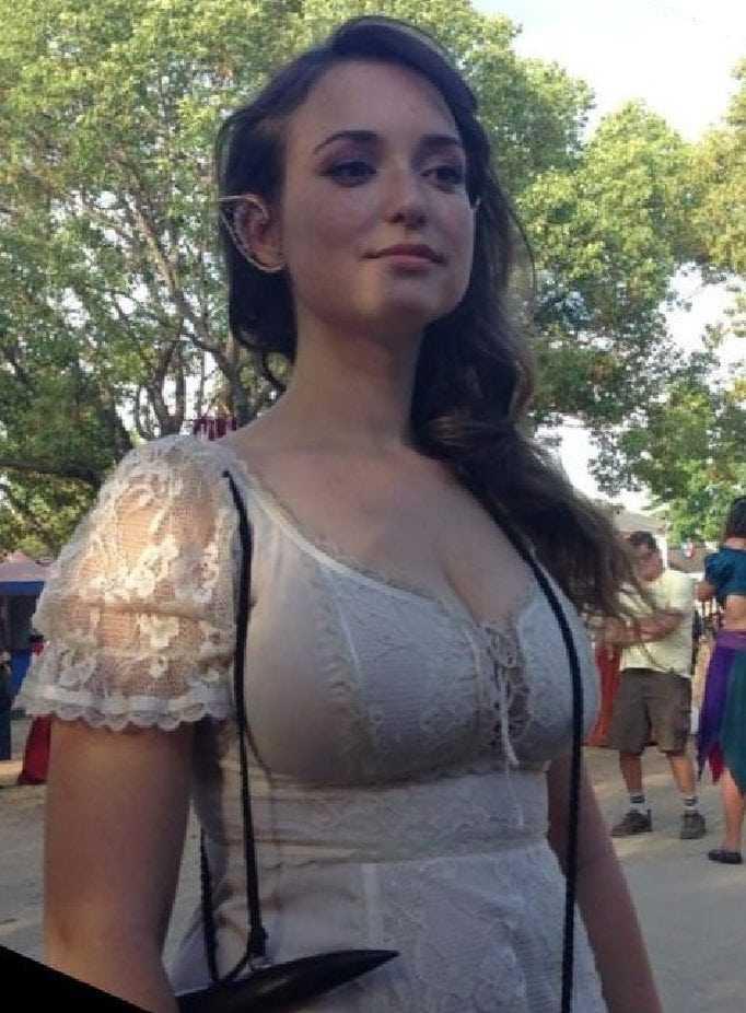 Milana Vayntrub cleavage pic
