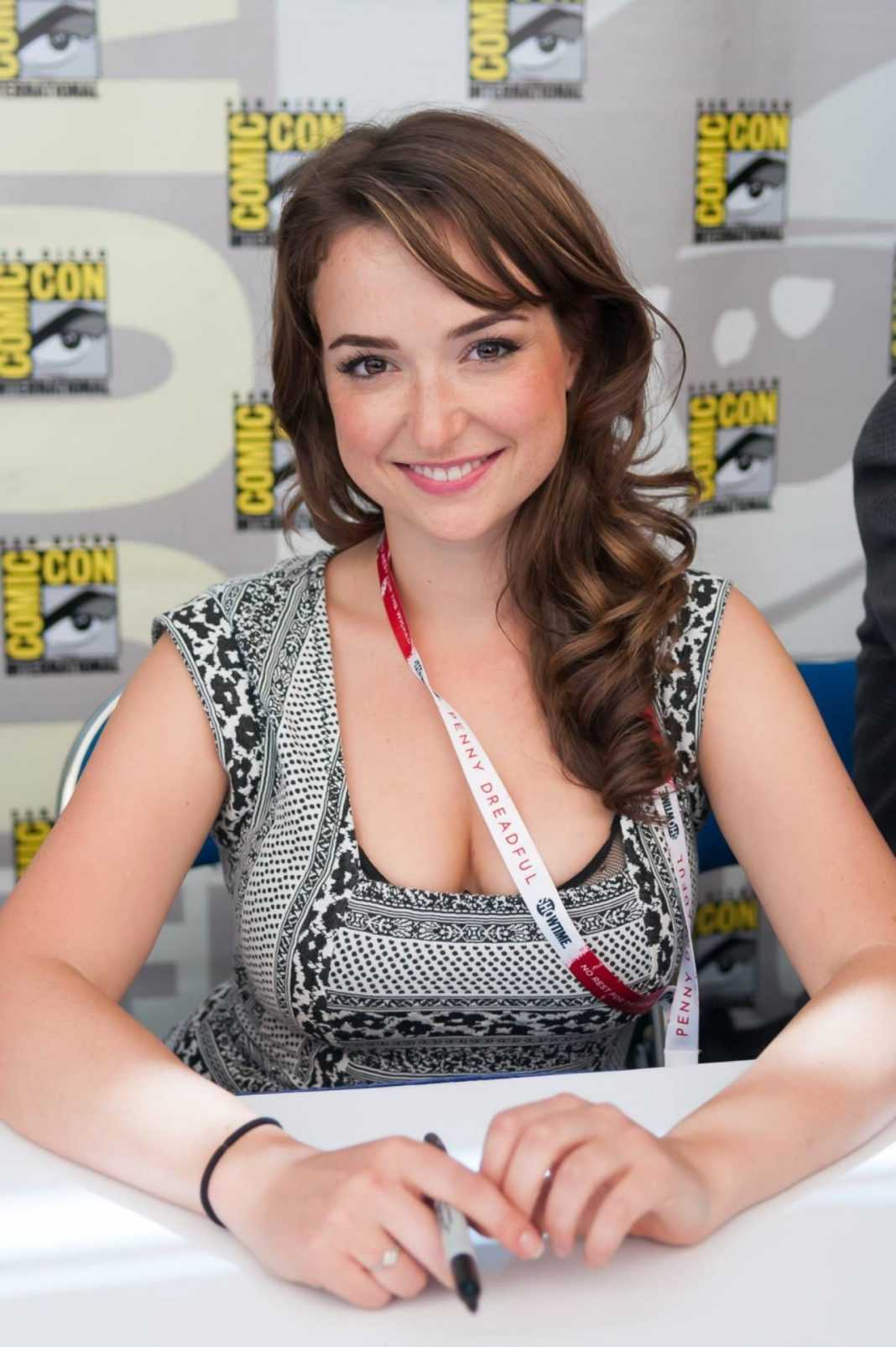 Milana Vayntrub sexy cleavage pic