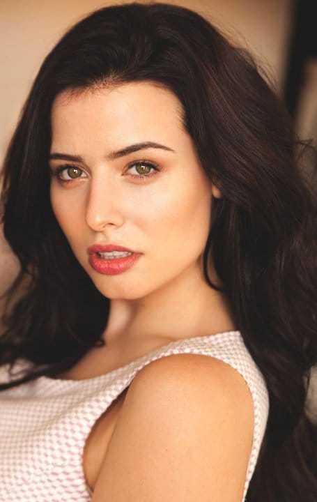 Nicole Alexandra Shipley hot looks pics (2)