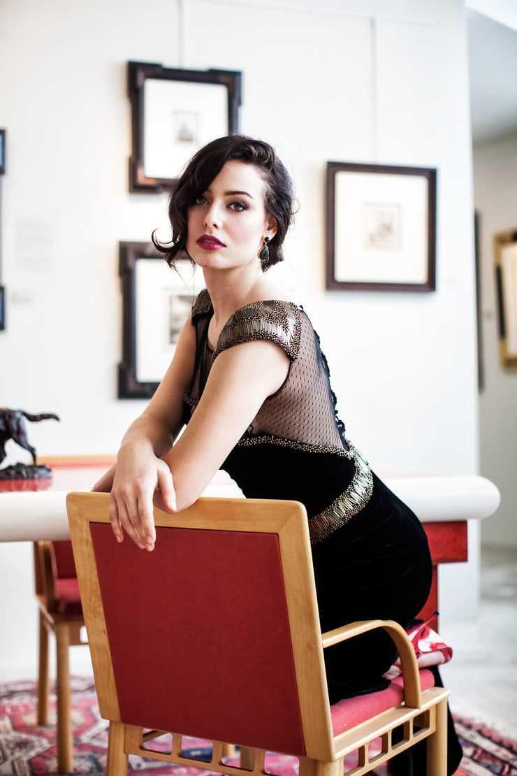 Nicole Alexandra Shipley hot looks pics (3)
