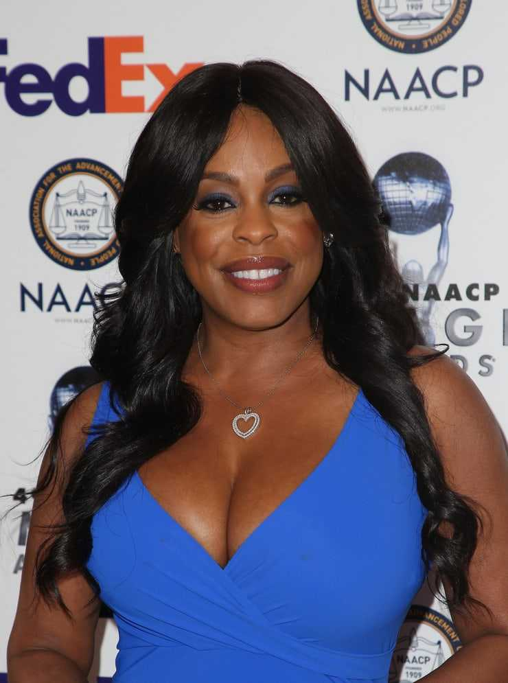 Niecy Nash cleavage pictures