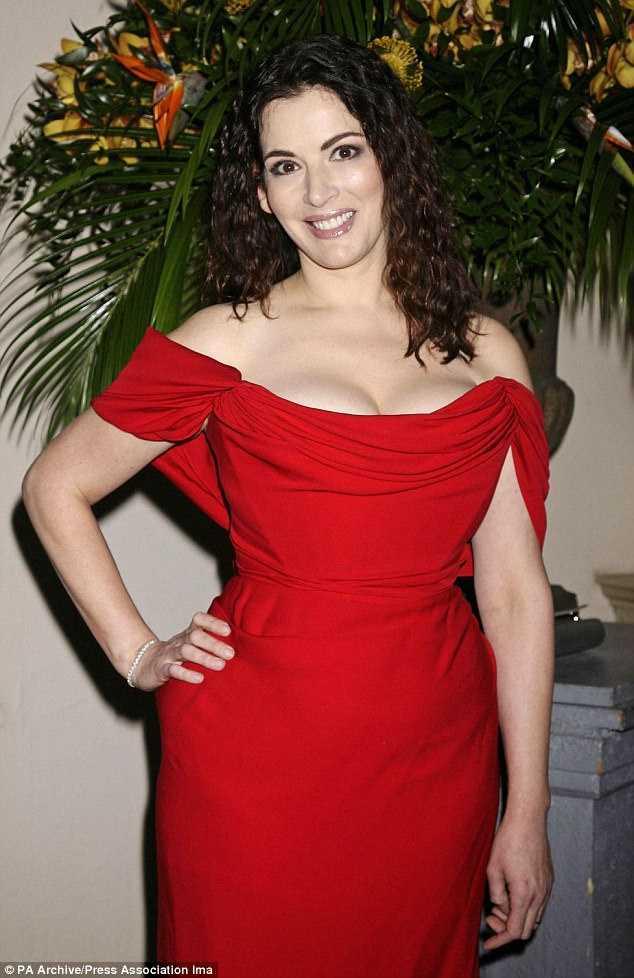 Nigella Lawson cleavage pic