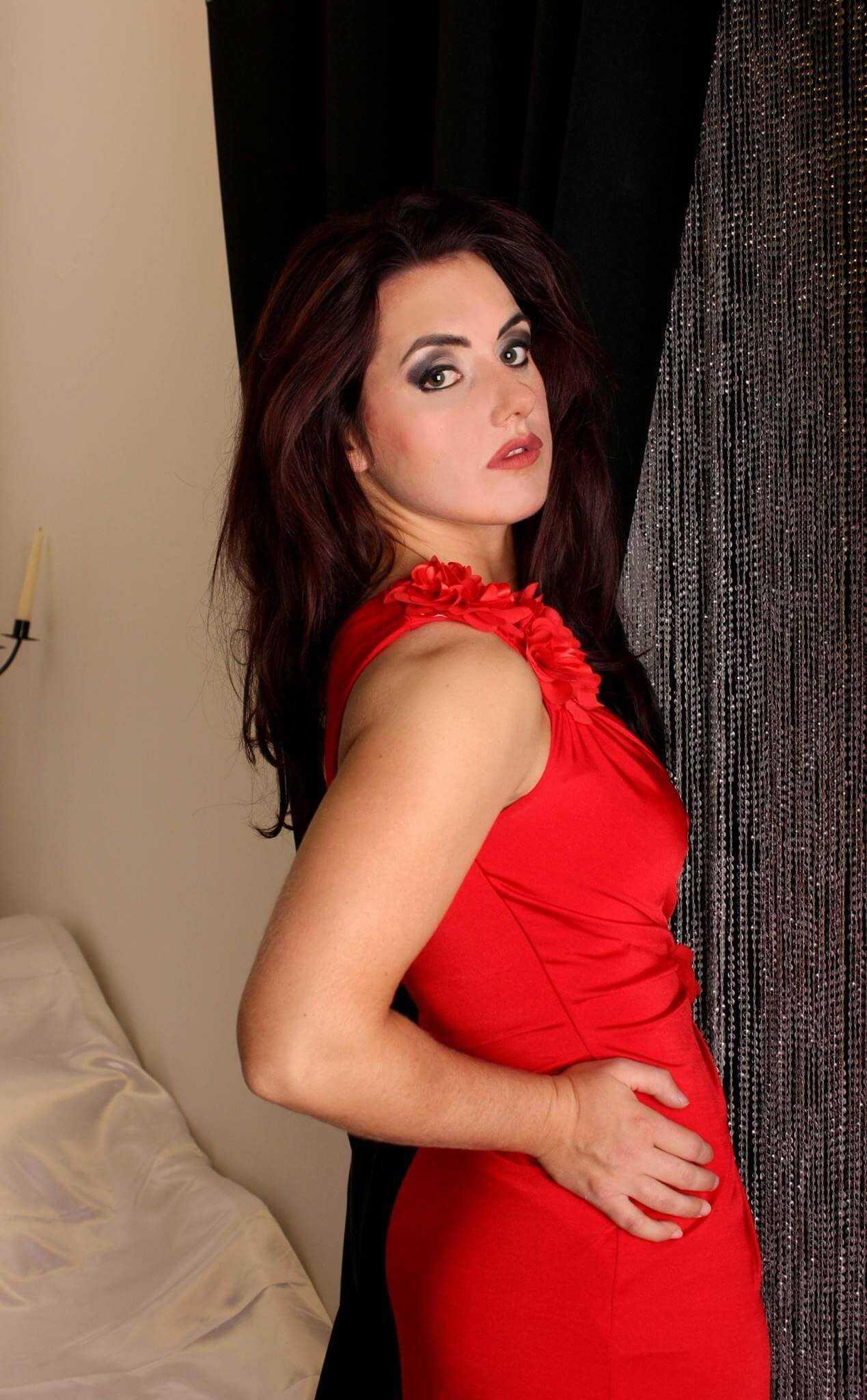 Nikki-Cross-sexy-red-dress