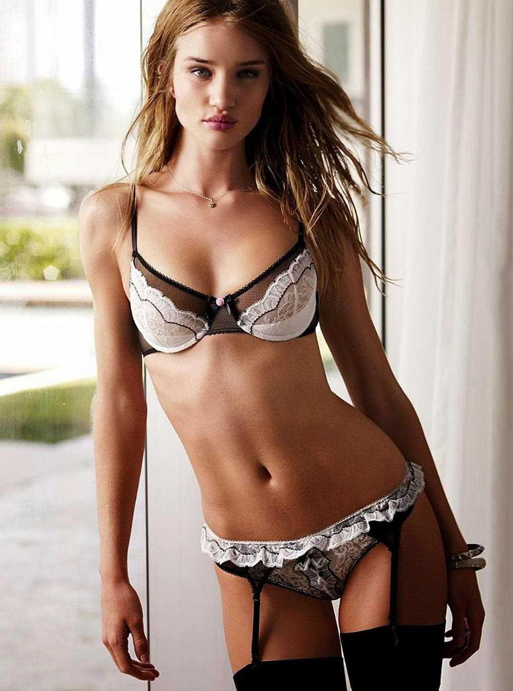 Rosie Huntington-Whiteley bikini pic