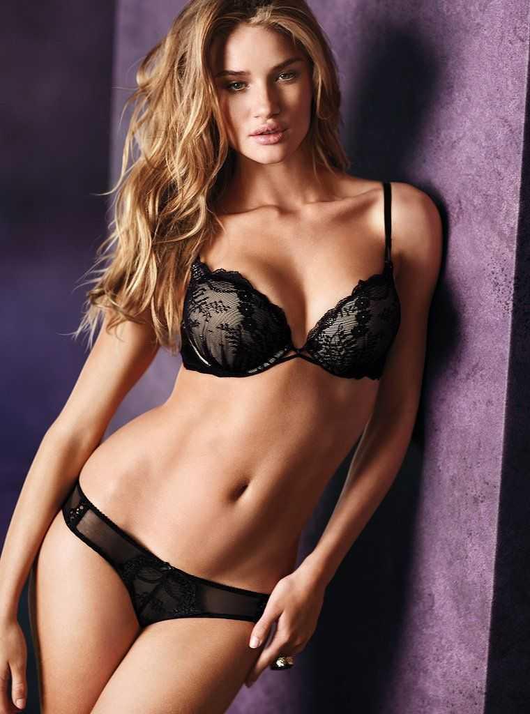 Rosie Huntington-Whiteley hot bikini pic