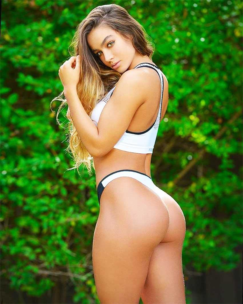 Sommer Ray sexy butt pic