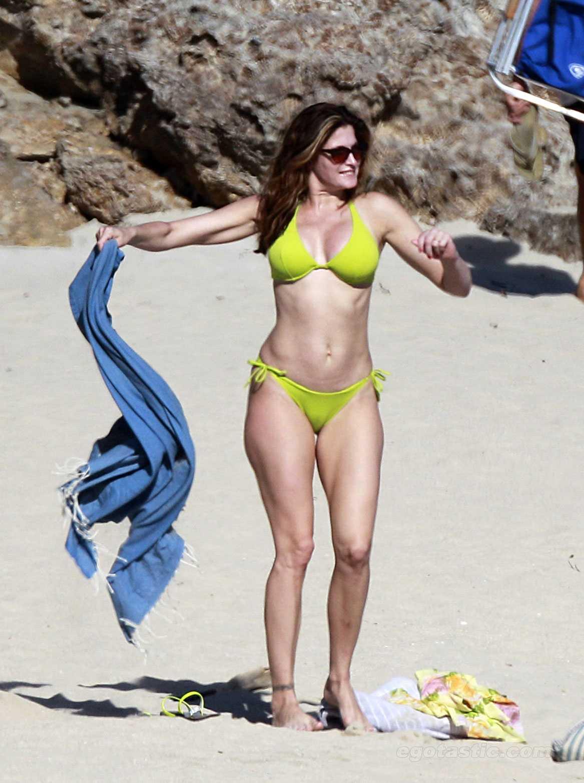 Stephanie Seymour sexy tits pic