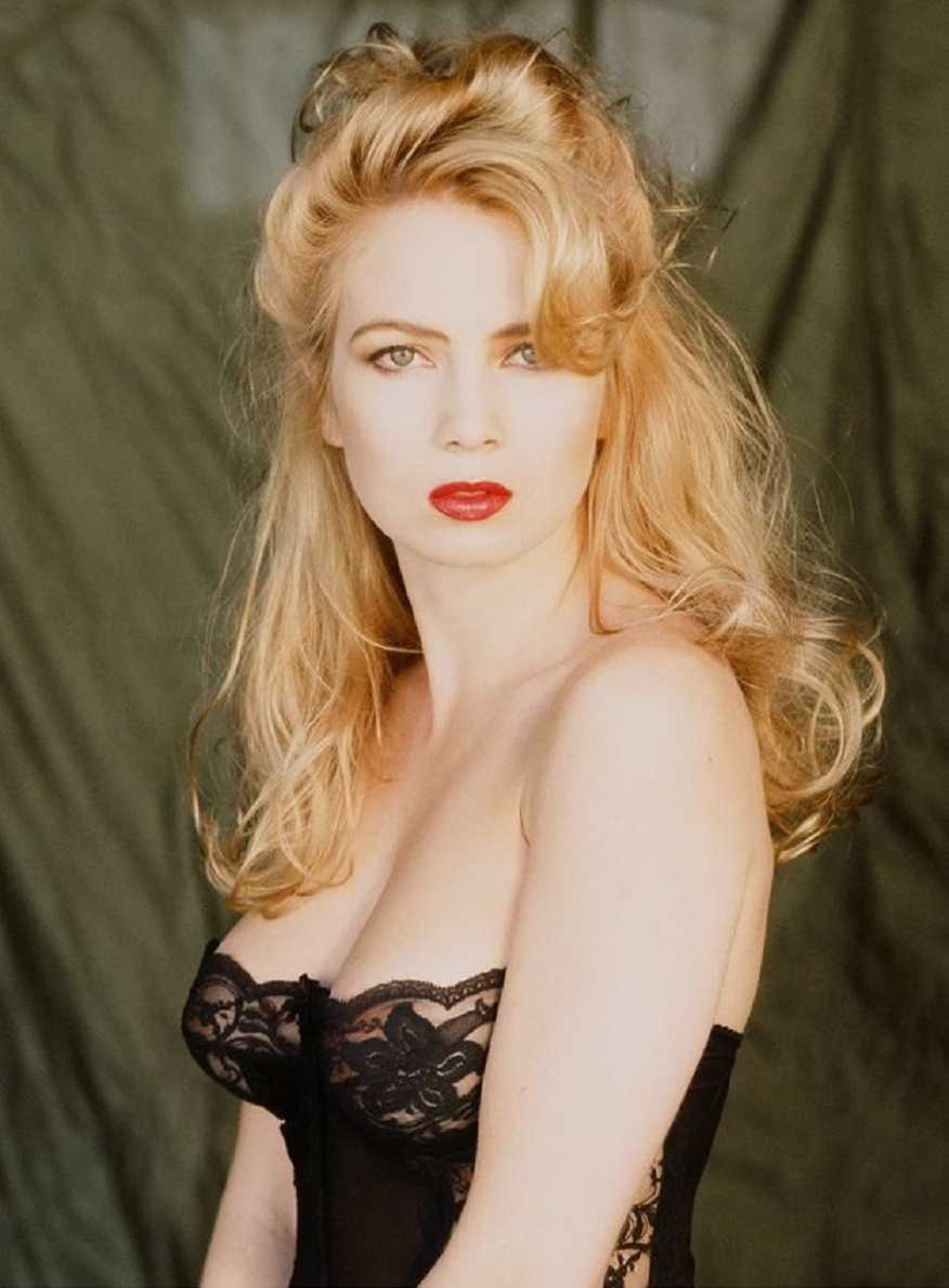 Traci Lords hot cleavage
