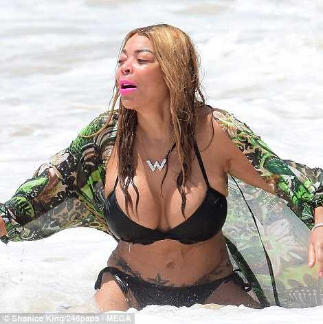 Wendy Williams hot wet look