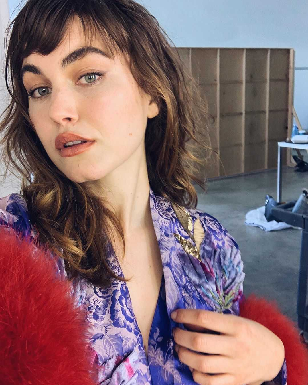 charlotte best cleavage