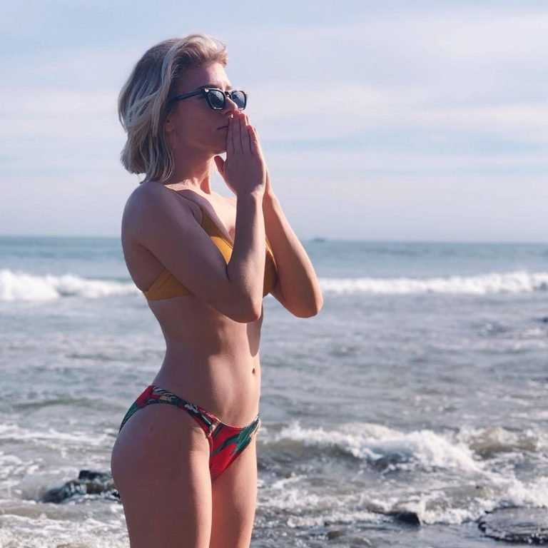 courtney miller bikini pic