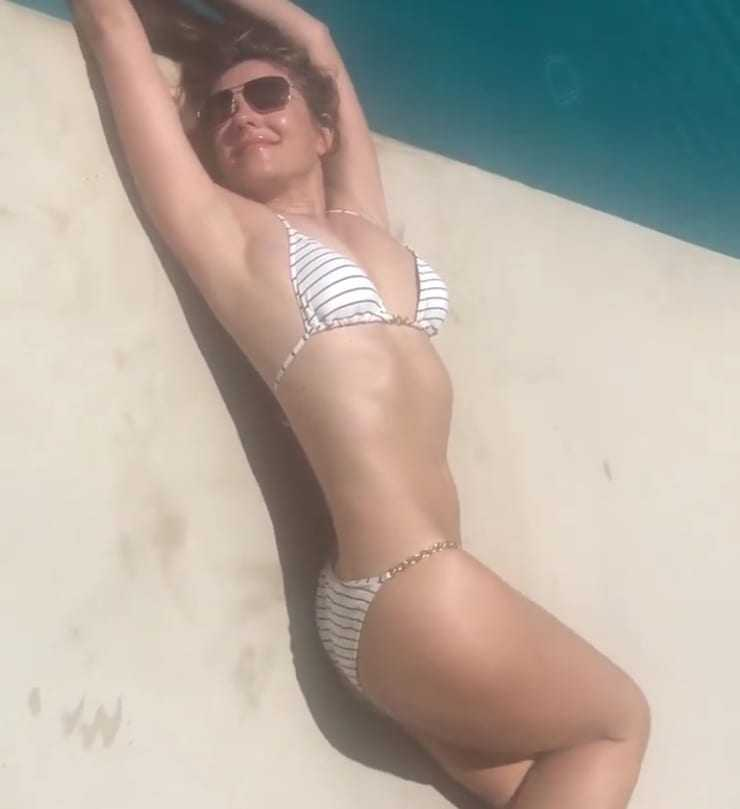 elizabeth hurley hot body