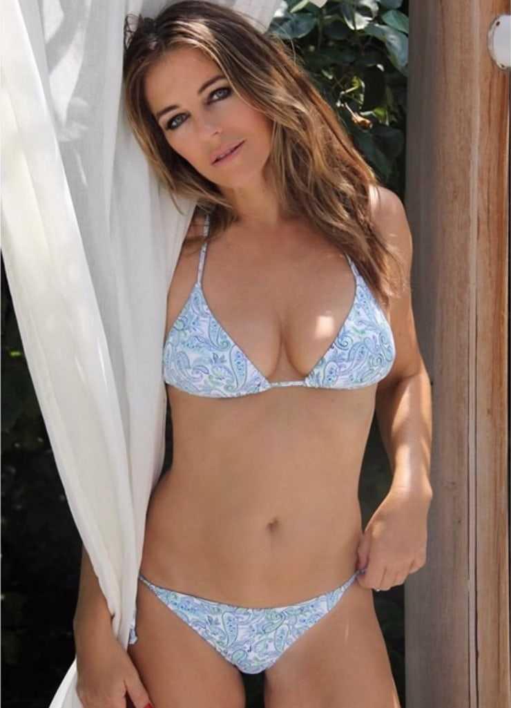 elizabeth hurley sexy boobs