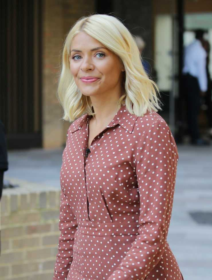 holly willoughby blonde hair