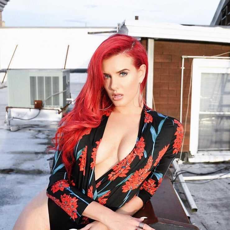 justina valentine cleavage