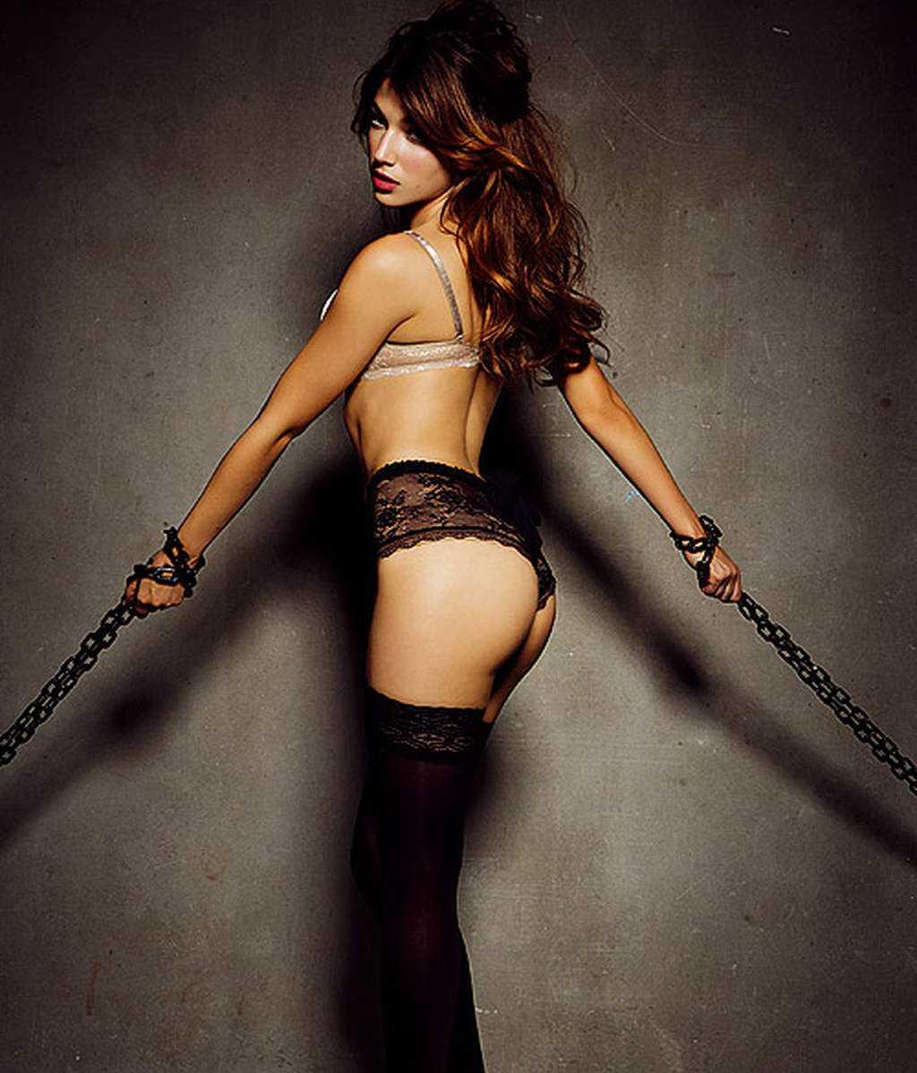 Úrsula Corberó sexy butt pics