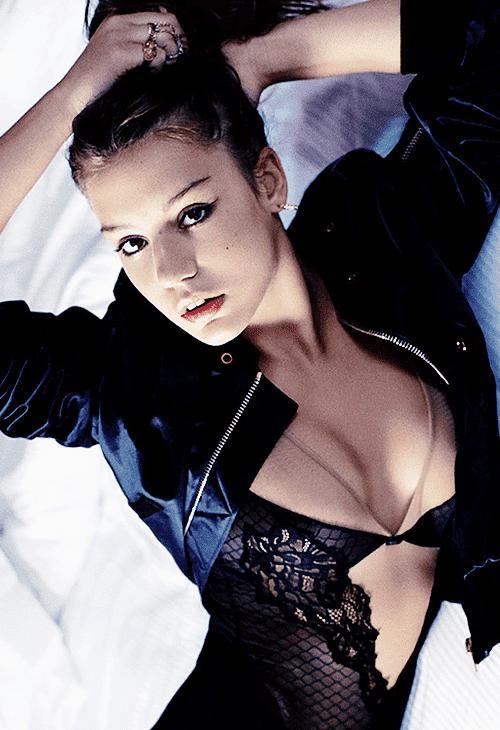 Adèle Exarchopoulos hot pics