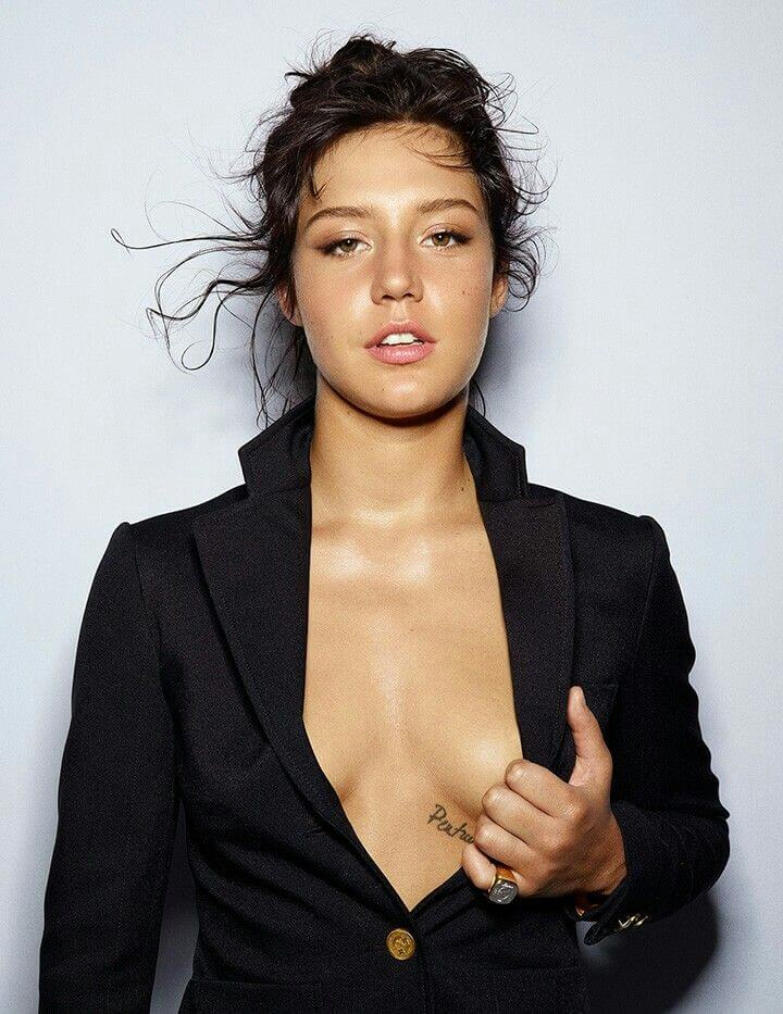 Adèle Exarchopoulos sexy cleavage pics