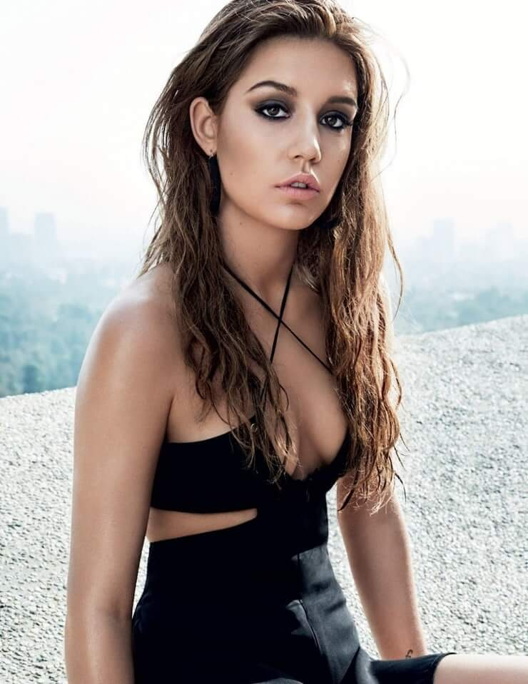 Adèle Exarchopoulos sexy tits pics