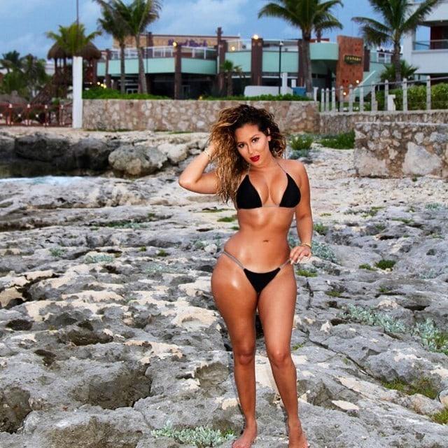 Adrienne Houghton sexy bikini pic