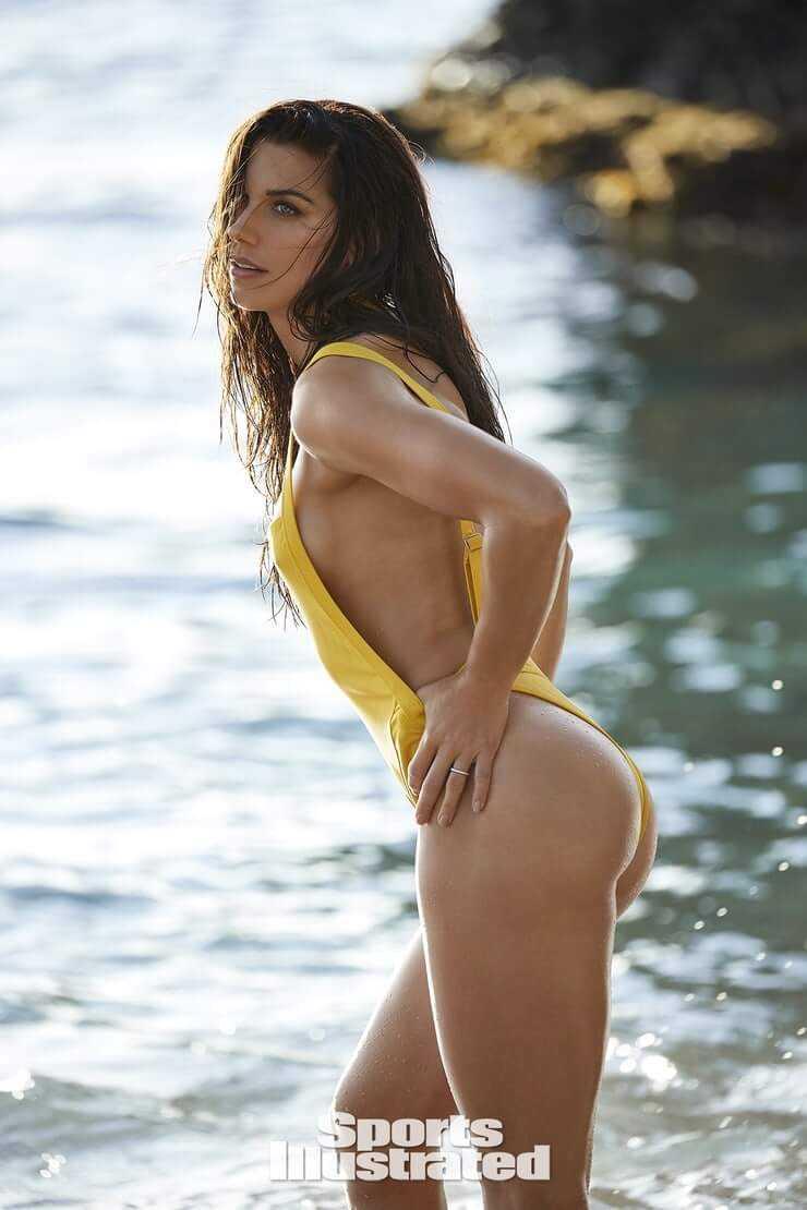 Alex Morgan hot side boobs pics