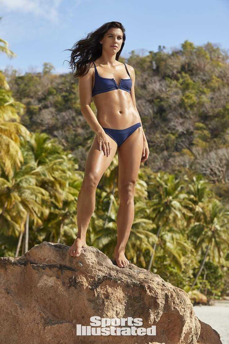 Alex Morgan sexy bikini pics