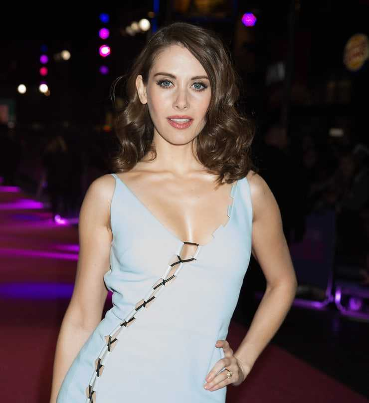 61 Sexiest Alison Brie Boobs Pictures Are Sexually Raunchy