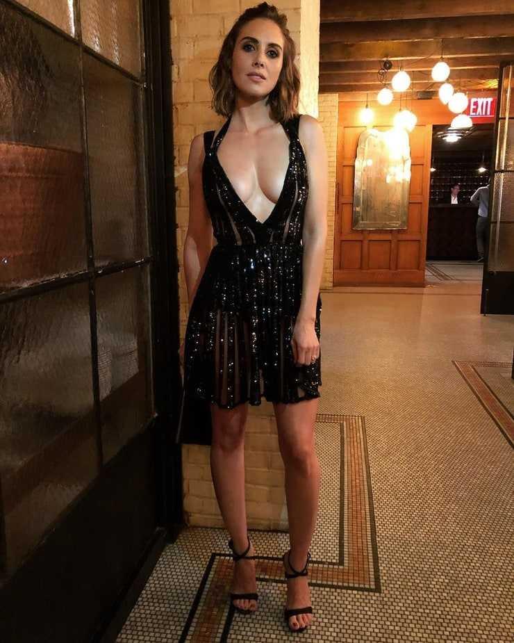 Alison Brie amazing tits pics