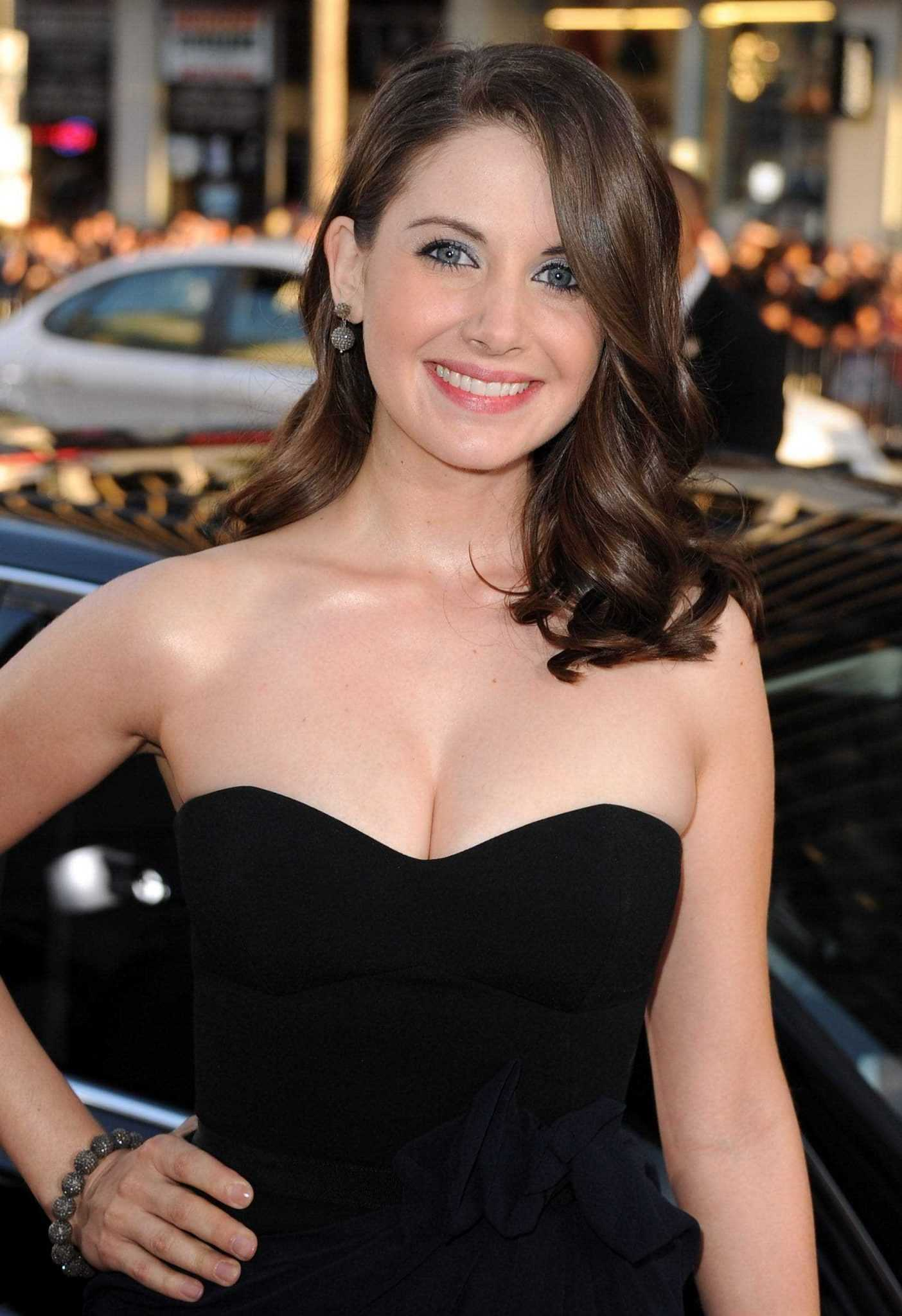 Alison Brie busty pics