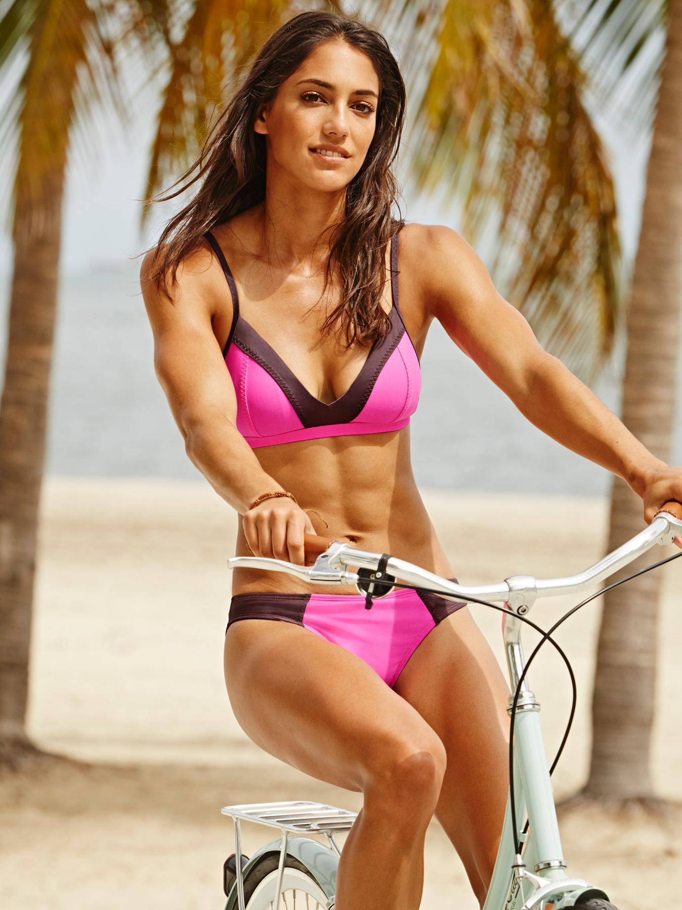 Allison Stokke hot bikini pics
