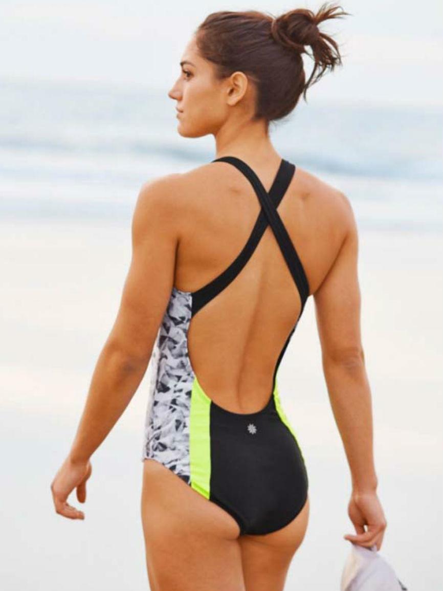 Allison Stokke sexy butt pics