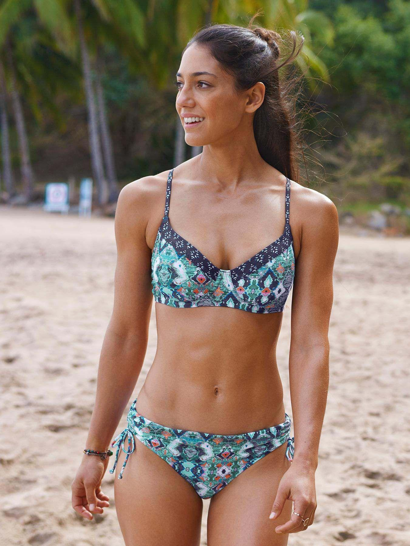 Allison Stokke sexy cleavage pics