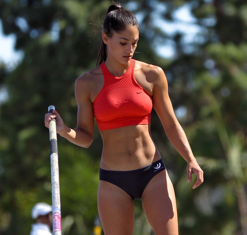 Allison Stokke sexy look pics