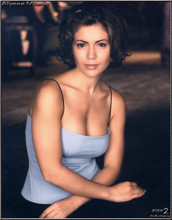 Alyssa Milano cleavage pictures