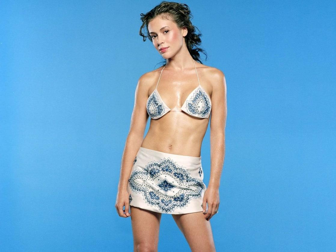 Alyssa Milano hot bikini pics