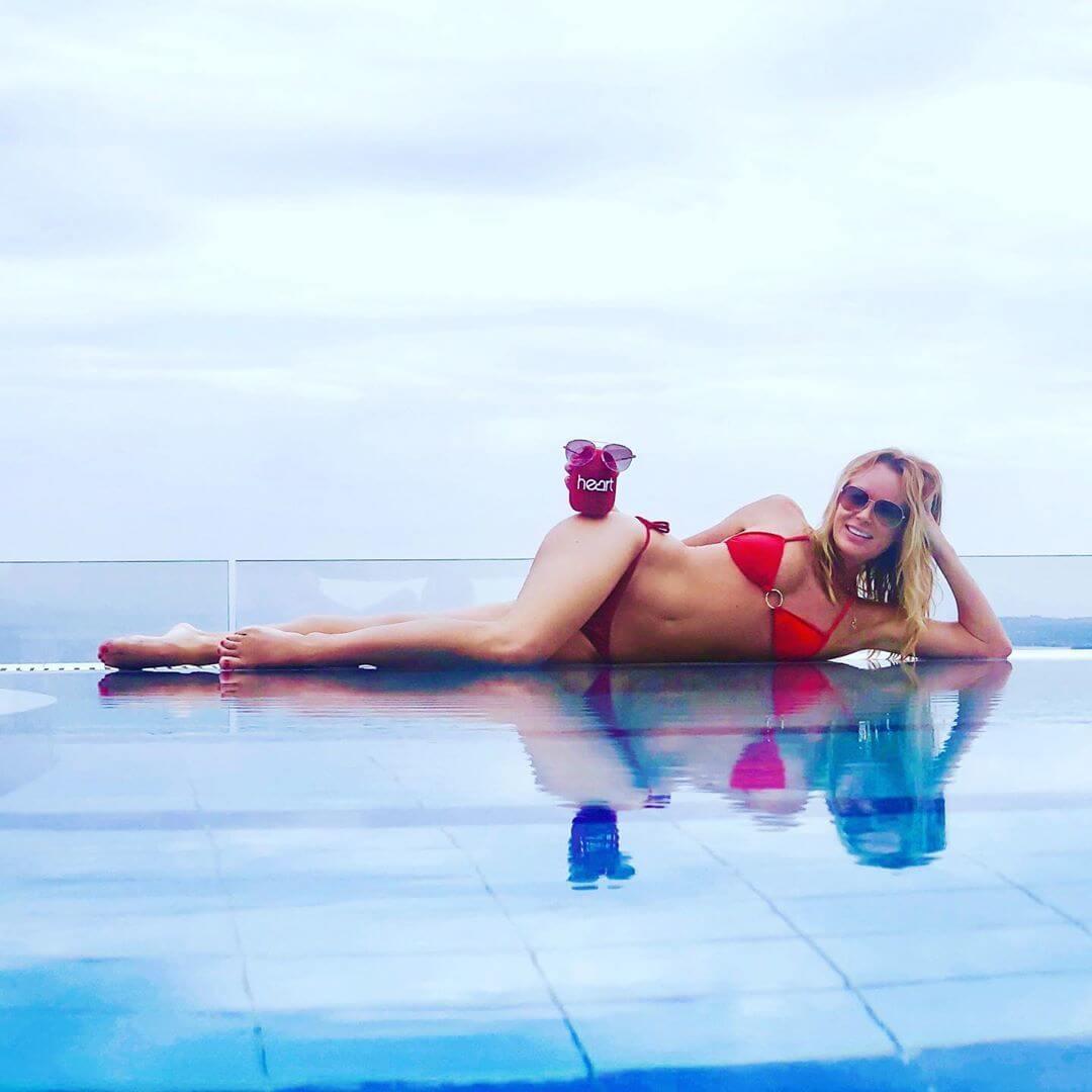 Amanda Holden hot look pic