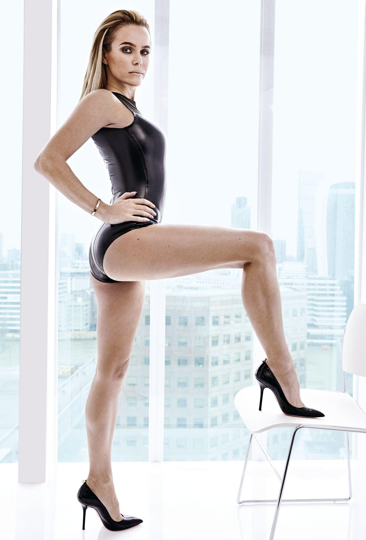 Amanda Holden sexy look