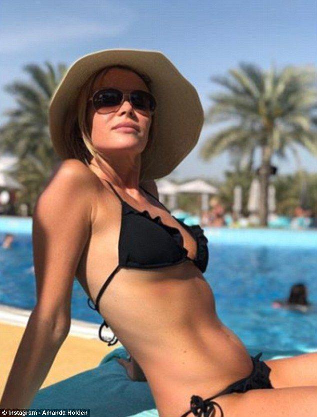 Amanda Holden sexy photo