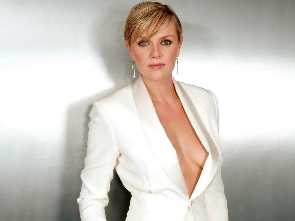 Amanda Tapping cleavage
