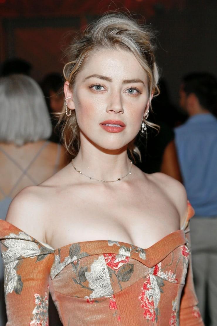 Amber Heard cleavage pic