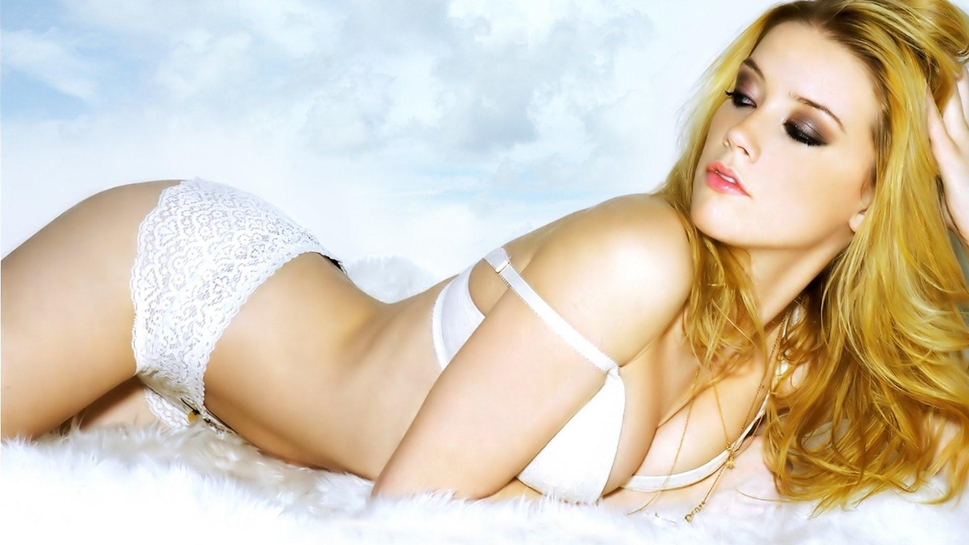 Amber Heard hot cleavage pic